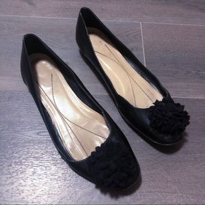 Kate spade black leather puff accented flats!!